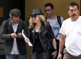 20110805-pictures-madonna-business-meeting-new-york-04