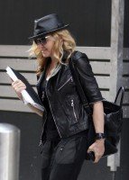 20110805-pictures-madonna-business-meeting-new-york-07