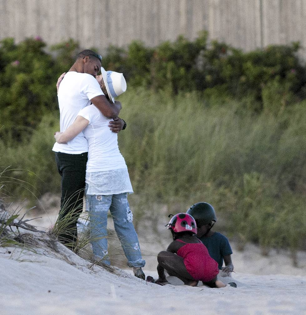 X Out Reviews >> Madonna and Brahim Zaibat on the beach in The Hamptons [Summer 2011 – 4 pictures] | Madonnarama