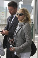 Madonna, ses enfants et Brahim Zaibat à l'aéroport d'Heathrow, Londres (3)