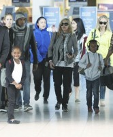 Madonna, ses enfants et Brahim Zaibat à l'aéroport d'Heathrow, Londres (17)