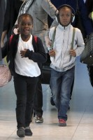 Madonna, ses enfants et Brahim Zaibat à l'aéroport d'Heathrow, Londres (25)
