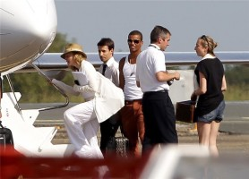 Madonna et sa famille embarquant dans un jet privé à l'aéroport de Biarritz, France (4)