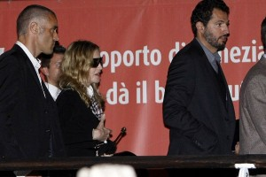 Madonna at Venice aiport (1)