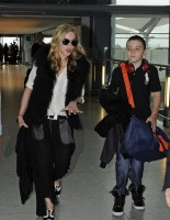 Madonna at Heathrow airport London, 4 September 2011 (1)