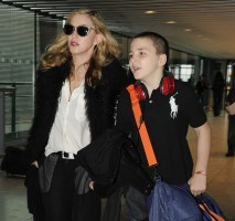 Madonna at Heathrow airport London, 4 September 2011 (2)