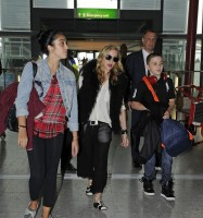 Madonna at Heathrow airport London, 4 September 2011 (5)
