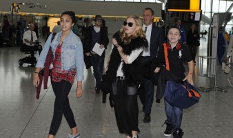 Madonna at Heathrow airport London, 4 September 2011 (7)