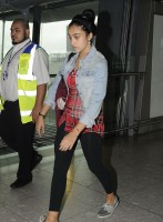 Madonna at Heathrow airport London, 4 September 2011 (8)