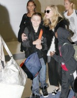 20110905-pictures-madonna-jfk-airport-new-york-06