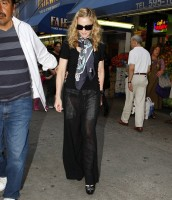 Madonna out and about in New York, 13 September 2011 (6)