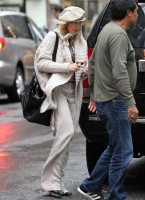 Madonna out and about in New York, 23 September 2011 (7)