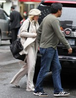 Madonna out and about in New York, 23 September 2011 (9)