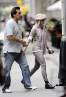 Madonna at the Kabbalah Centre in New York, 24 Septembre 2011 - Update 01 (10)