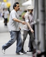 Madonna at the Kabbalah Centre in New York, 24 Septembre 2011 - Update 01 (12)