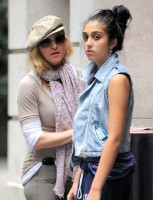Madonna at the Kabbalah Centre in New York, 24 Septembre 2011 - Update 01 (13)