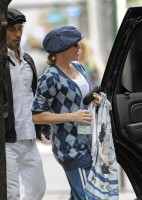 Madonna at the Kabbalah Centre in New York, 30 Septembre 2011 (7)