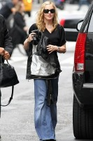 Madonna out and about in New York, 11 October 2011 (5)