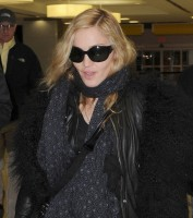 Madonna arrives at JFK airport on her way to London, 21 October 2011 (4)
