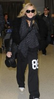 Madonna arrives at JFK airport on her way to London, 21 October 2011 (5)