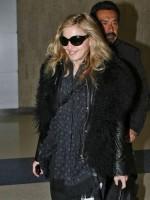 Madonna arriving at JFK airport, New York - 24 October 2011 (13)