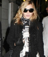 Madonna, kids and Steven Klein at Kabbalah Centre, New York - 28 October 2011 (1)
