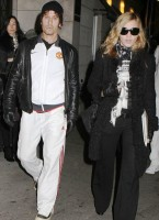 Madonna, kids and Steven Klein at Kabbalah Centre, New York - 28 October 2011 (2)