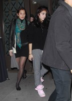 Madonna, kids and Steven Klein at Kabbalah Centre, New York - 28 October 2011 (8)