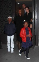 Madonna, kids and Steven Klein at Kabbalah Centre, New York - 28 October 2011 (9)