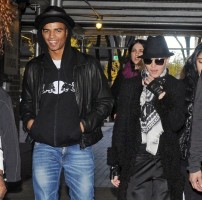 Madonna at the Kabbalah Centre, New York - 11 12 November 2011 (1)
