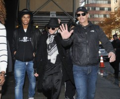 Madonna at the Kabbalah Centre, New York - 11 12 November 2011 (4)