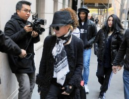 Madonna at the Kabbalah Centre - 12 November 2011 (1)