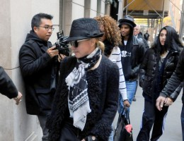 Madonna at the Kabbalah Centre - 12 November 2011 (3)