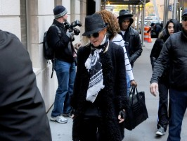 Madonna at the Kabbalah Centre - 12 November 2011 (6)