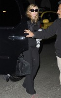 Madonna out and about, 18 November 2011 (4)