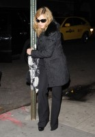 Madonna out and about, 18 November 2011 (3)