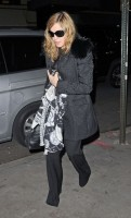 Madonna out and about, 18 November 2011 (1)