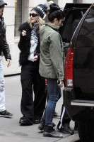 Madonna leaving the Kabbalah Centre in New York, 3 December 2011 (1)