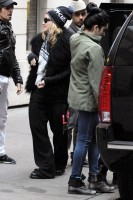 Madonna leaving the Kabbalah Centre in New York, 3 December 2011 (3)