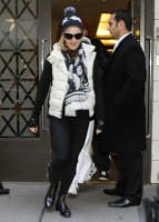 Madonna leaving the Kabbalah Centre, 10 December 2010 (2)