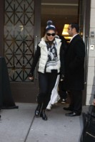 Madonna leaving the Kabbalah Centre, 10 December 2010 (4)