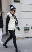 Madonna leaving the Kabbalah Centre, 10 December 2010 (7)
