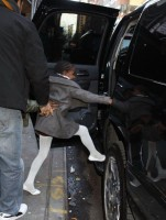Madonna leaving the Kabbalah Centre, 10 December 2010 (11)