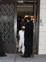 Madonna leaving the Kabbalah Centre, 10 December 2010 (13)