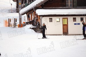 Madonna skiing in Gstaad, Switzerland - 27 December 2011 (4)