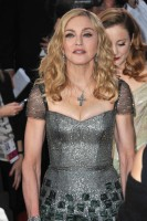 Madonna at the Golden Globes, Red Carpet - 15 January 2012 - Update 01 (23)