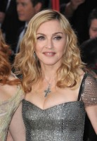 Madonna at the Golden Globes, Red Carpet - 15 January 2012 - Update 01 (24)