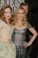 Madonna at the Golden Globes, Red Carpet - 15 January 2012 - Update 01 (35)
