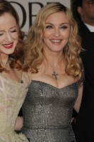 Madonna at the Golden Globes, Red Carpet - 15 January 2012 - Update 01 (37)