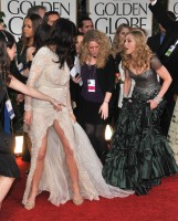 Madonna at the Golden Globes, Red Carpet - 15 January 2012 - Update 01 (47)